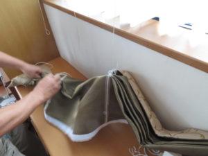 新しいカーテン生地に昇降コードを通す②